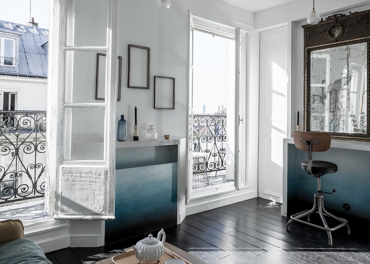 Superieur 16m2 Studio Paris Piece Principale Mur Blanc Degadre Bleu Peinture Cadre  Parquet Noir