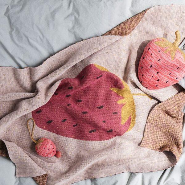 blog deco fraise plaid coussin tricot clem around the corner
