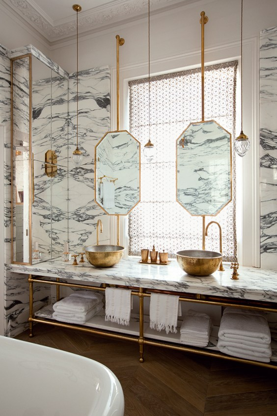 salle de bain art déco marbre blanc gris laiton