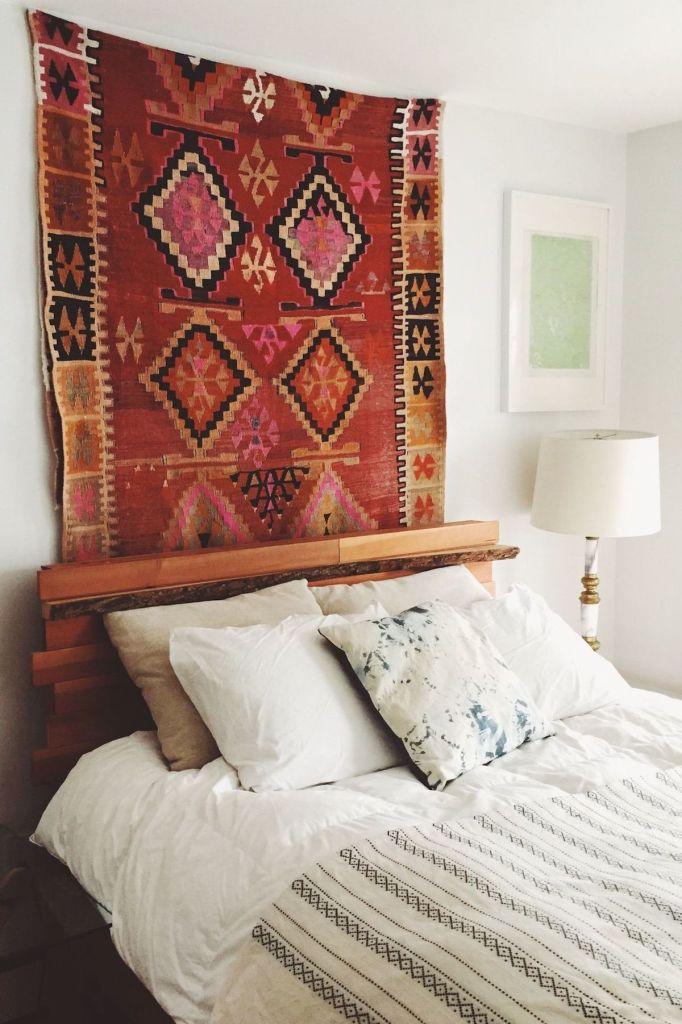 comment fixer un tapis au mur navajo apporte de la couleur à la chambre à coucher - blog déco - clem around the corner