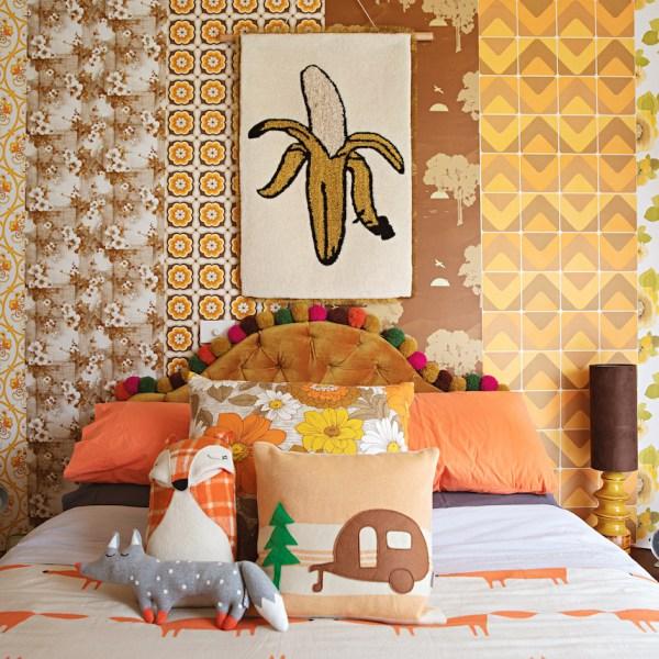 maison rétro chambre enfant parents peluches linge de lit original tapisserie vintage - blog déco - clem around the corner
