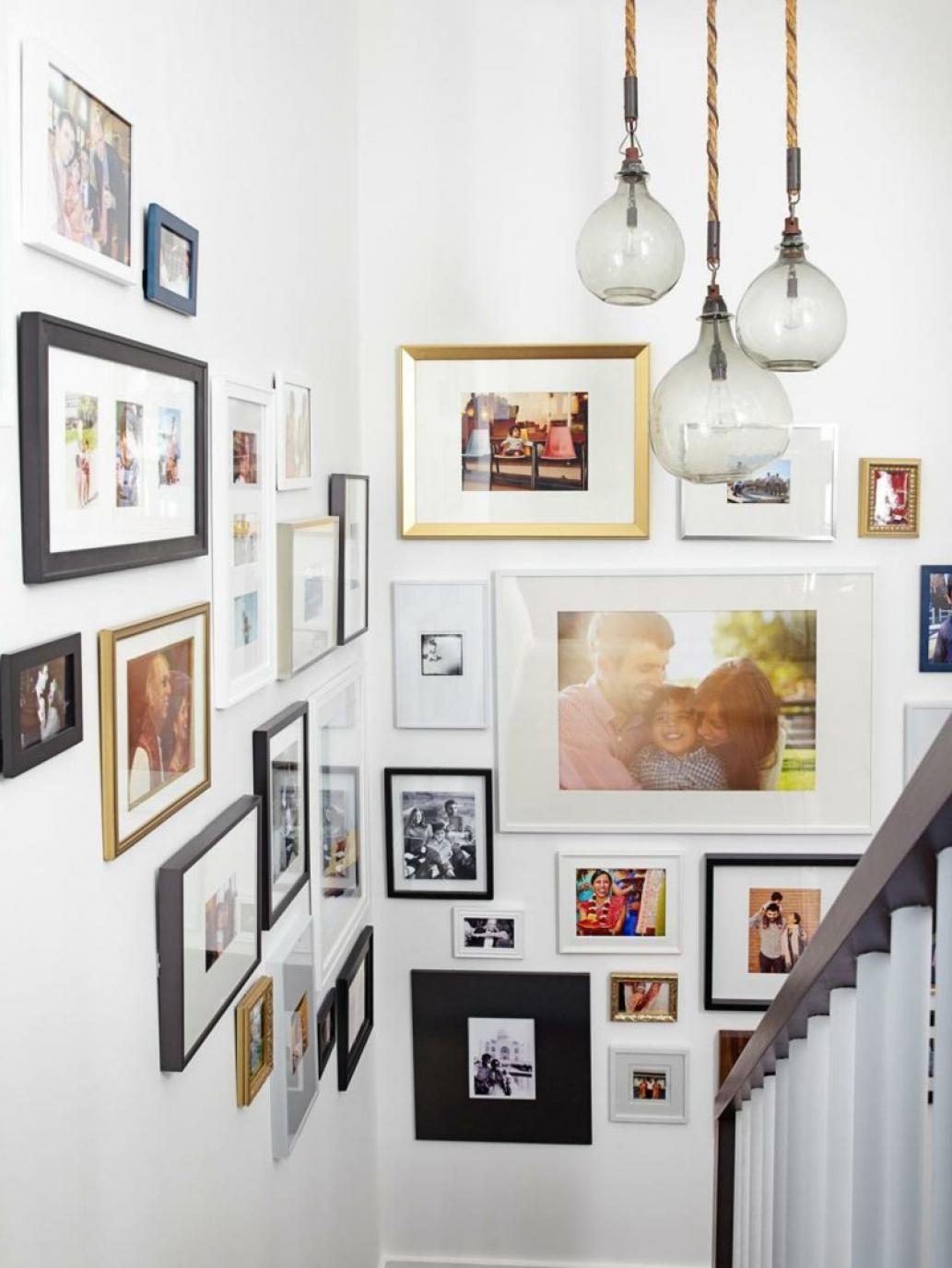 Mur De Cadres Escalier Blanc Lustre Ampoule   Blog Déco   Clem Around The  Corner
