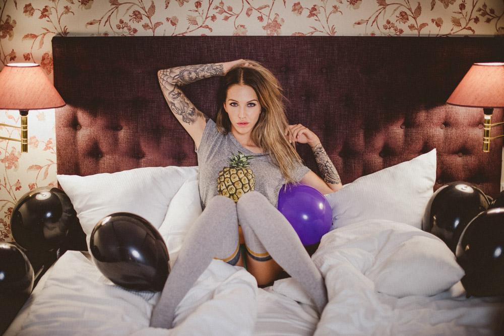 Portrætafnadjapåhotelmedballoner,sexy,sød,cute,sjov,