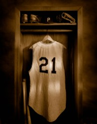 Clemente Locker The Clemente Museum features the world's largest exhibited collection of Roberto Clemente baseball artifacts, works of art, photographs and memorabilia of his teammates, his personal life, and his humanitarian causes.