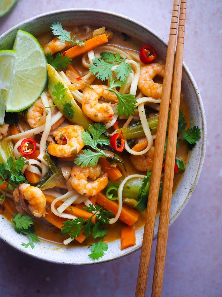 soupe thaï aux crevettes et légumes