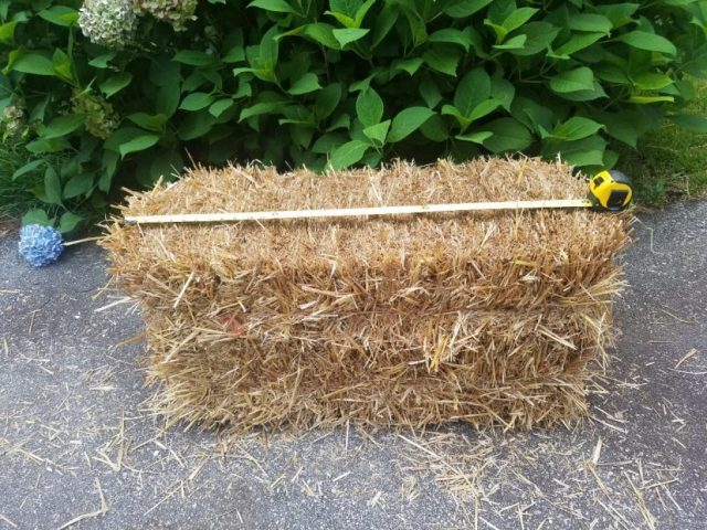 Straw bale size should be approximately 3'x 2' x 1.5'.
