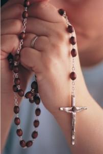 rezando_rosario1