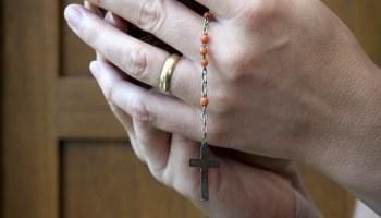 Qual a posição da Igreja em relação à oração do terço sem a contemplação  dos mistérios 6158964a2e129