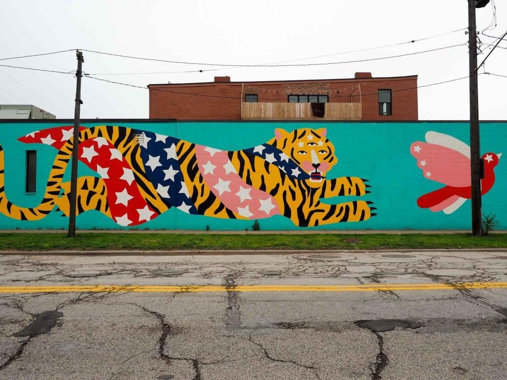 Flying tiger mural in Hingetown