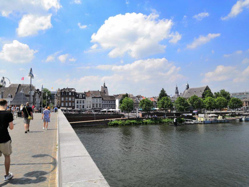 Auf der Maasbrücke in Maastricht