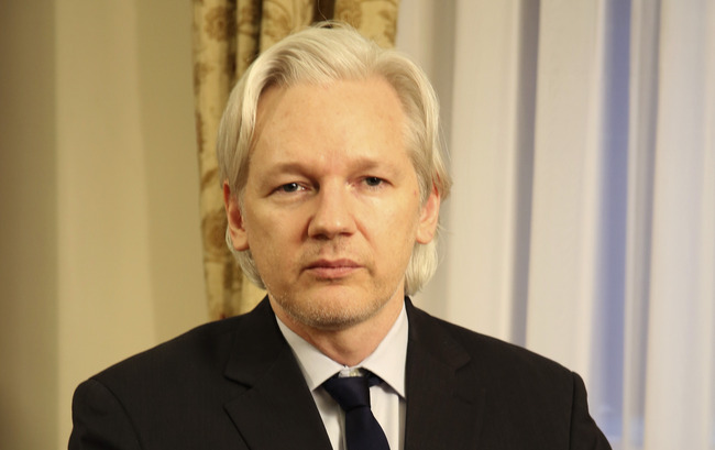 Julian Assange Praised the Paul Family, But He's Only Half Right