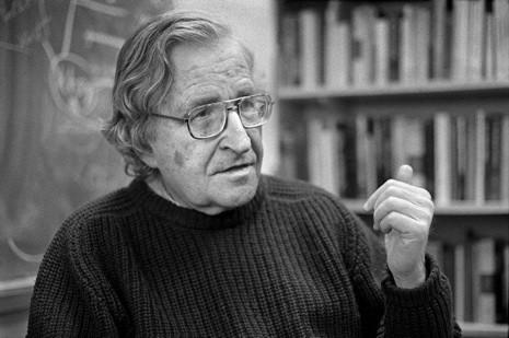 Nuestro Jefe de Estudios a la caza de Chomsky