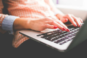 woman-writing-content-on-laptop