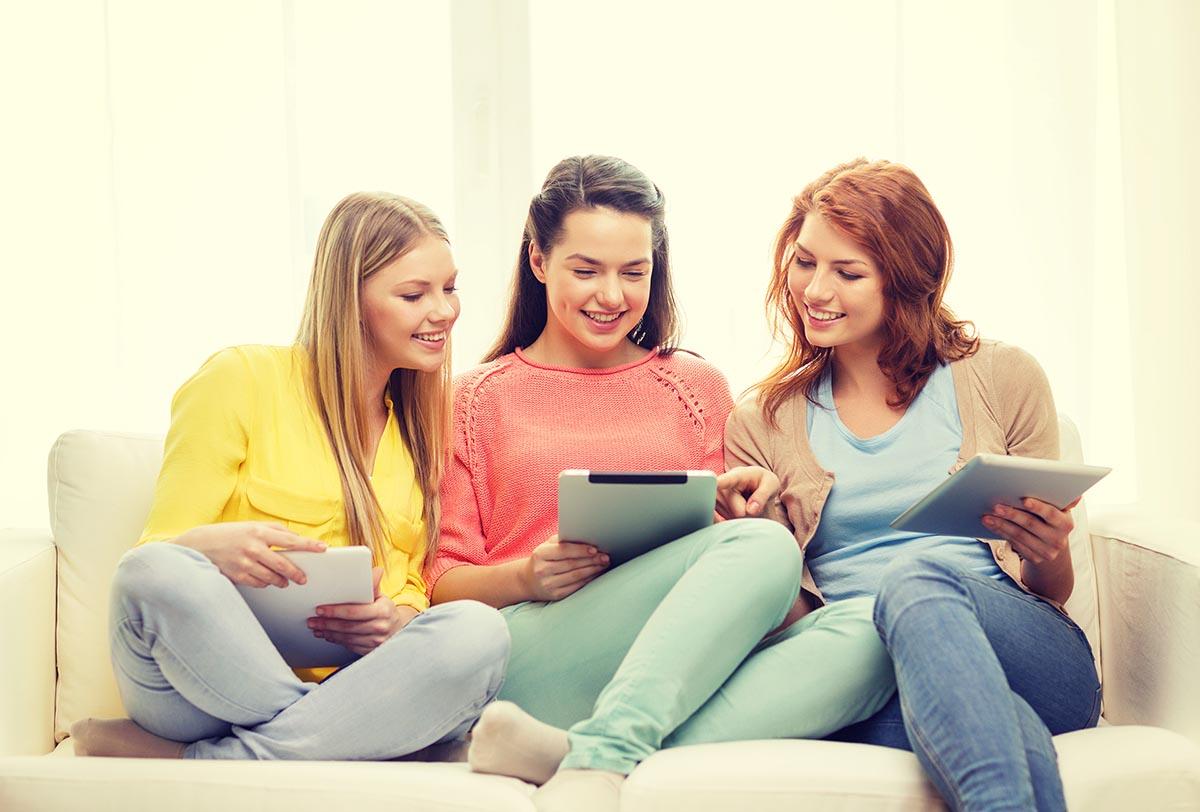 click-wise__women_shopping_online