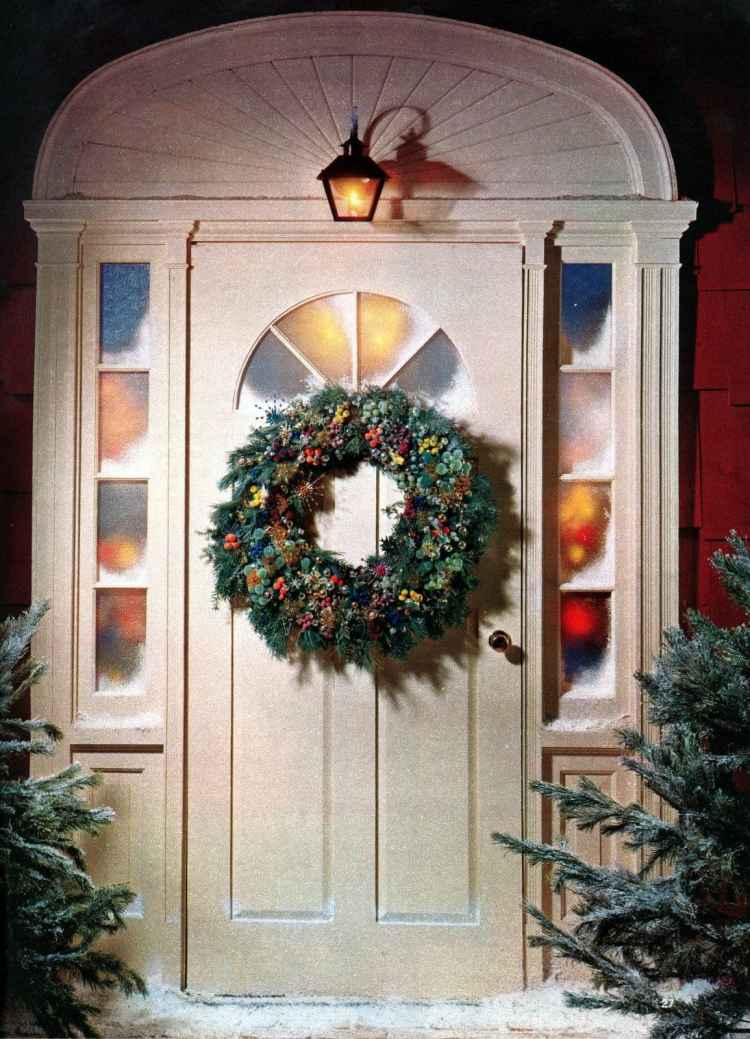 6 beautiful ways to make a welcoming Christmas wreath for your front door - Vintage crafts