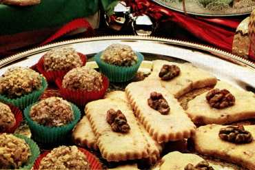 Christmas gifts from the kitchen Caramel fudge balls and shortbread cookies from the 80s (1)