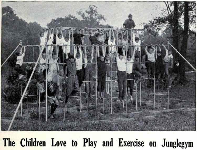Old playground equipment from the 20s - Junglegym (2)