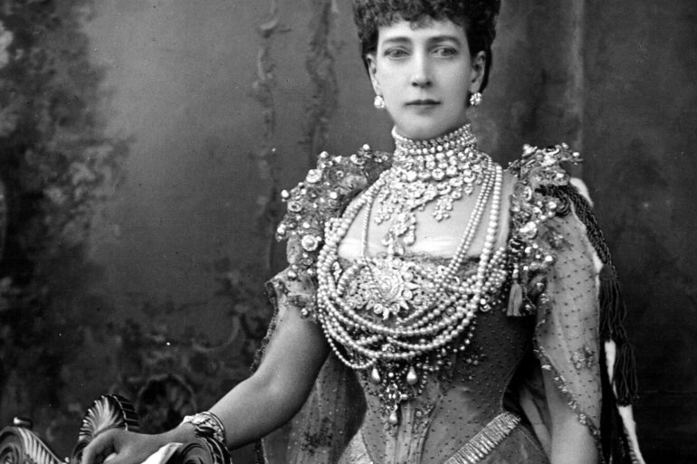 Queen-Alexandra-coronation-dress