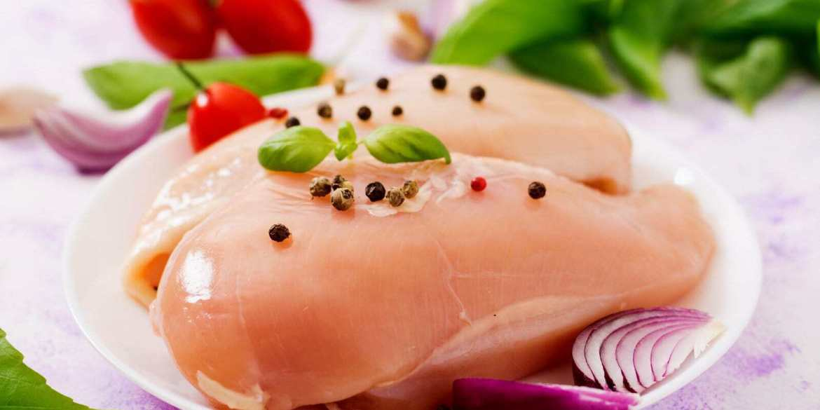 Raw chicken prepared for baking in a plate
