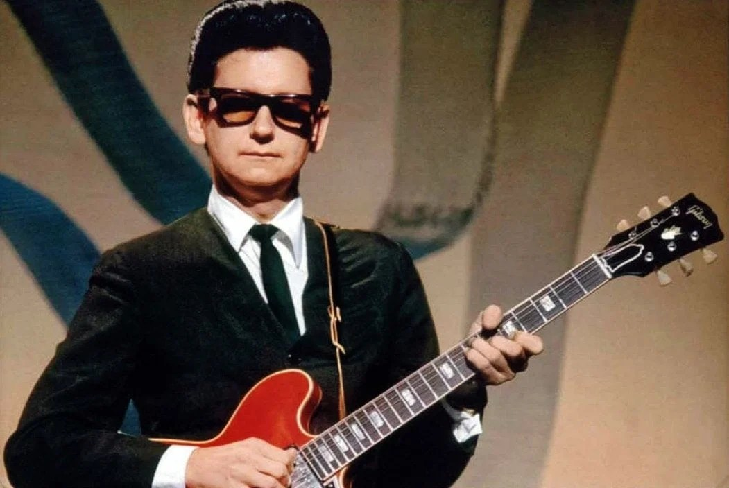 Why did roy orbison wear glasses