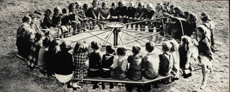 Steel playground equipment from 1950 at Click Americana (1)