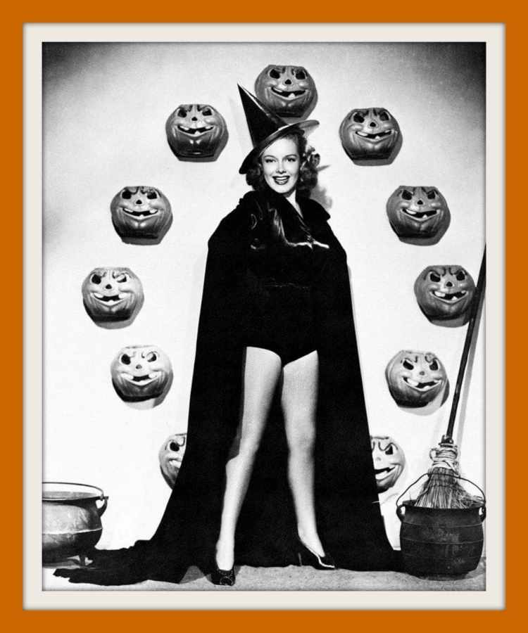 Vintage Halloween pin-up girls form the 30s and 40s (1)