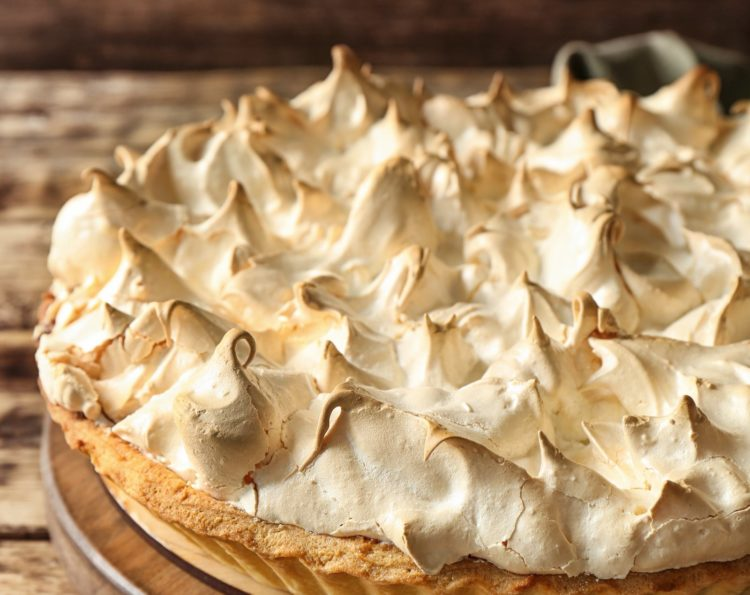 Vintage recipe for pumpkin pie with ginger meringue from 1975