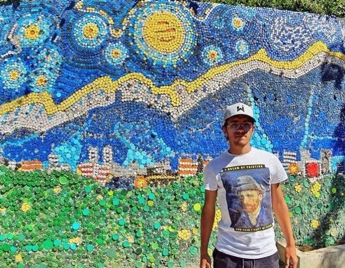 Artista Venezuelano cria mural com 200 mil tampinhas de plástico