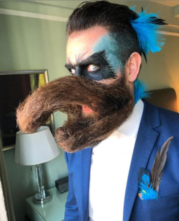 Sr. Incredibeard faz arte com sua Barba