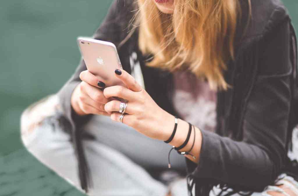 Influencers promocionan iPhones, ¿otra estafa piramidal?