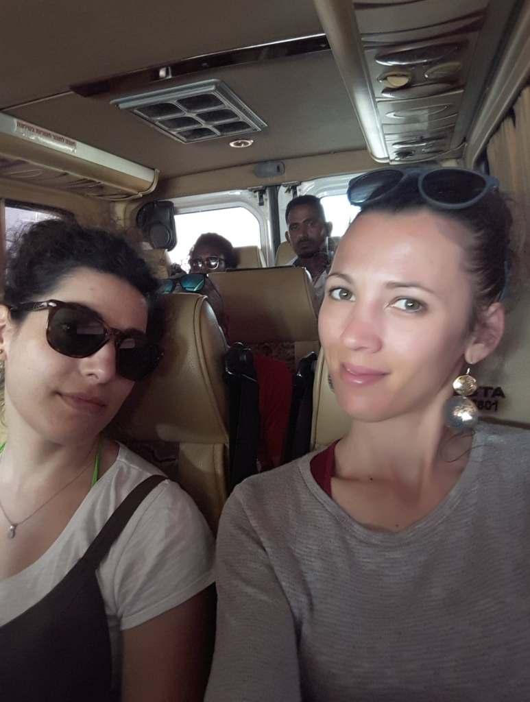 Noi sul taxi condiviso a Gerusalemme