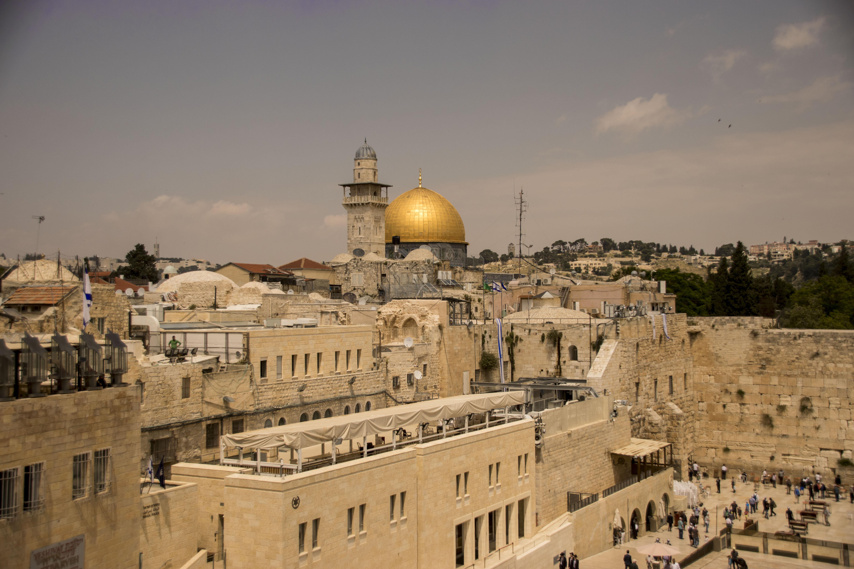 Vista del muro del pianto dai tetti del quartiere ebraico a Gerusalemme