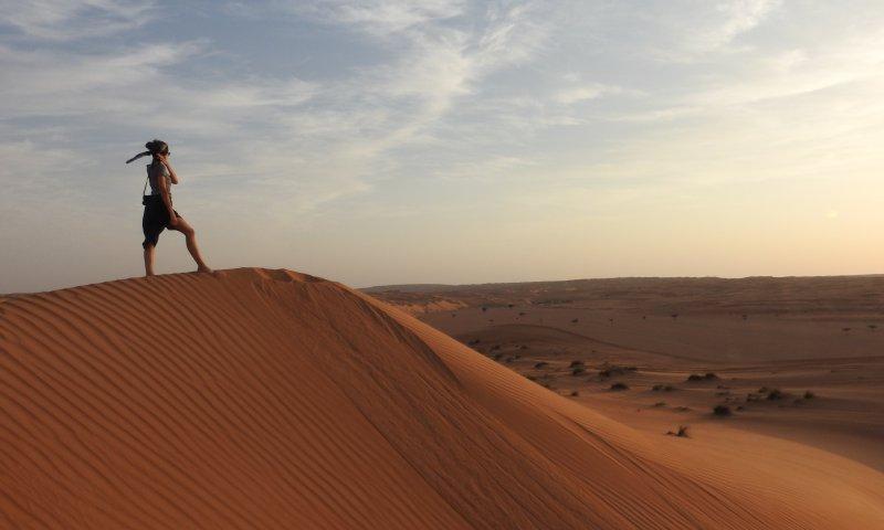Io tra le dune del deserto Wahiba Sand in Oman