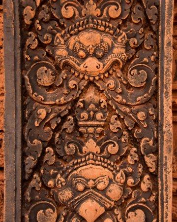 Visitare Angkor: decorazioni Benteay Srei