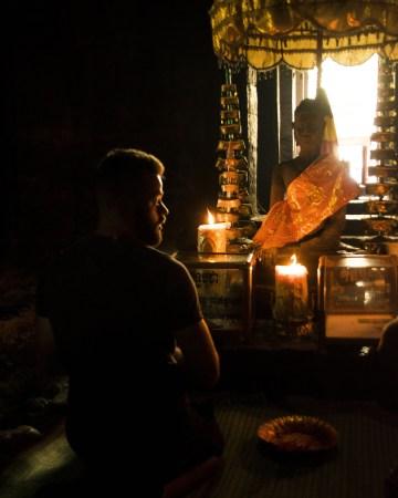 Visitare Angkor: preghiera nel Bayon