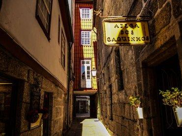 Da Porto a Guimaraes: Vicoli Tipici del Centro Storico