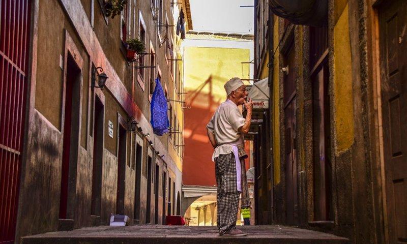 Un vicolo nella zona della Ribeira a Porto
