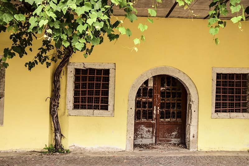 Borgo Valsugana La facciata di un edificio dismesso