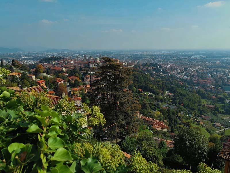 La vista su Bergamo Bassa da San Vigilio