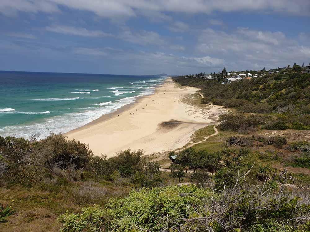 La vista di Sunshine Beach dall'alto