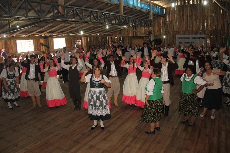 Terceiro Encontro de Danças Folclóricas – 30 Anos de Cerro Grande do Sul