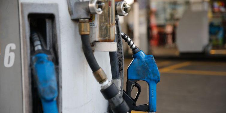 Gasolina vendida nas refinarias está mais cara a partir de hoje