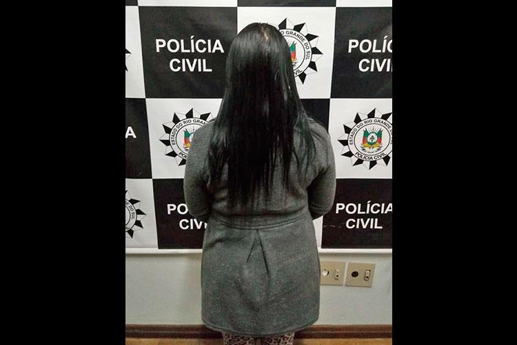 Polícia prende mulher condenada por tráfico de drogas