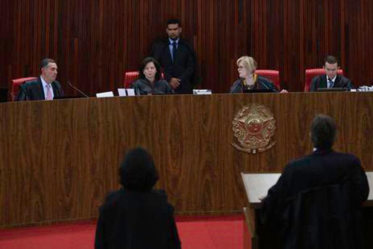Por 6 votos a 1, TSE rejeita candidatura de Lula nas eleições