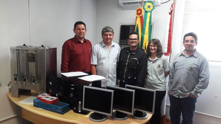 Câmara de Camaquã transfere computadores ao Conselho Tutelar
