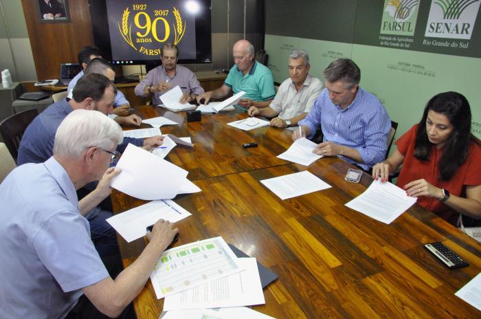 Entidades assinam protocolo com duas empresas fumageiras