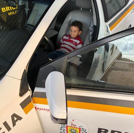 Brigada Militar recebe visita de camaquense de 04 anos que sonha em ser Policial Militar