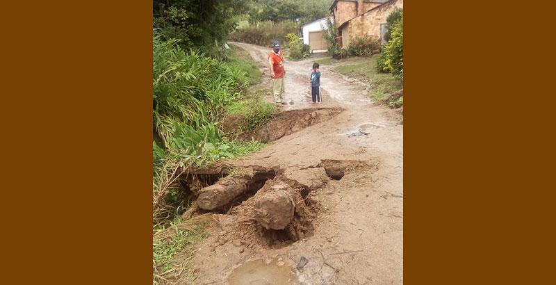Morador reclama de ponte caída na Maravalha