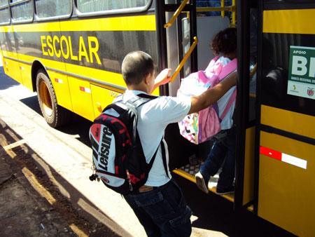 Prefeitura de Tapes abre vagas para monitores do transporte escolar