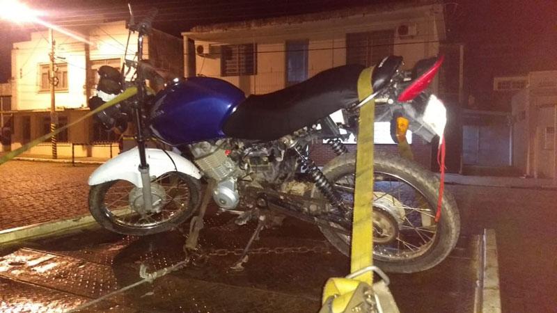 Brigada Militar de Camaquã prende homem com moto furtada